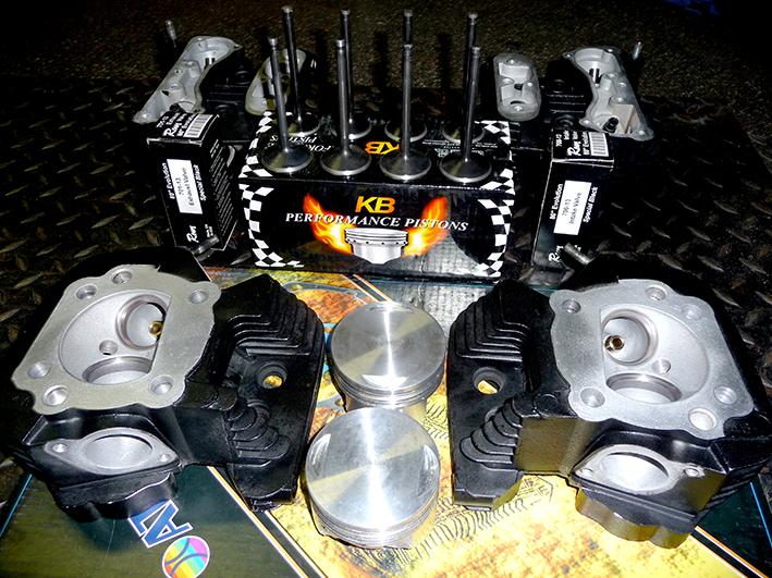 3 Cilinder koppen met nieuwe Rowe black melonide kleppen en KB zuigers. All parts made in USA