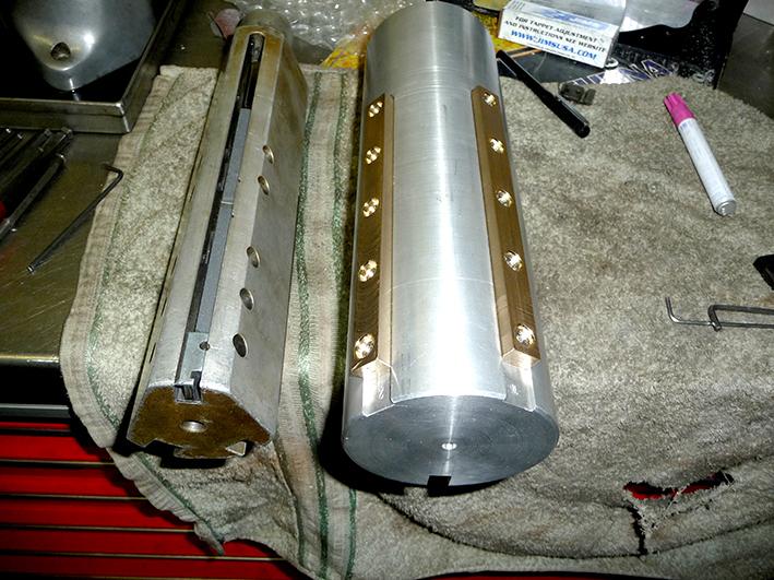 Hoondoorn Links voor Pan , Shovel , Evo 3,5 – 4 en Rechts voor de grotere boringen zoals S & S 4 1-8 and up