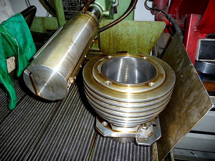 Hoondoorn in Sunnen hoonbank met gehoonde cilinder