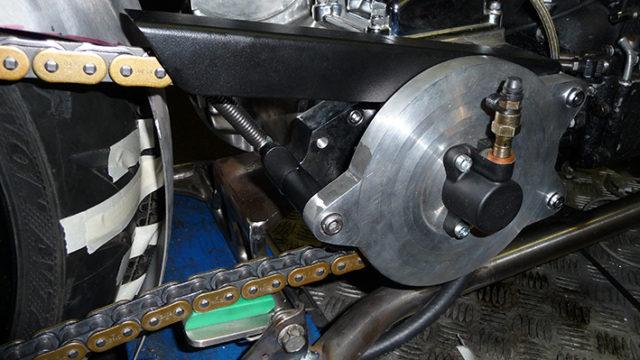 Steunlager met hydr koppeling Ducati . Ketting randje is geleider en net als onderste een spanner